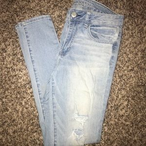 LAST CHANCE❗️ AE distressed jeans